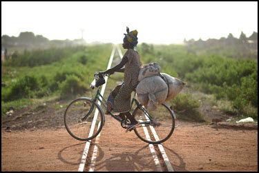 BURKINA FASO, OUAGADOUGOU, 23 SEPTEMBER 2009 A woman on a bicycle in Burkina Faso.../Jeroen Oerlemans