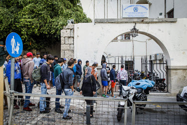 Newly arrived refugees wait at the local police Station in Kos for registration - Greece ./Lars Berg / VISUM
