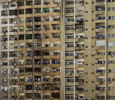 Africa, Mozambique, Maputo. 2016-02-19. A poorly maintained and overcrowded apartment building in.../Ernst Schade