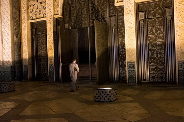 Prayers at the hassan II mosque/Emeric Fohlen / Hans Lucas