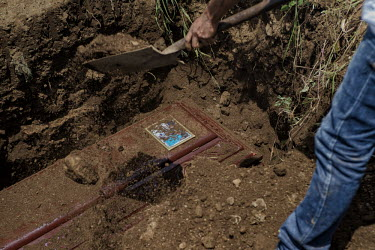 Central America - Nicaragua, Monimbo: Eric Jimenez is being buried with a picture of him baptizing.../Juan Carlos