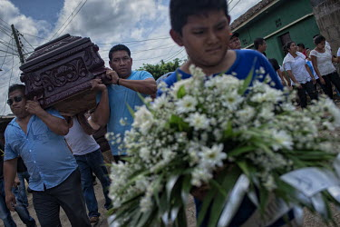 Central America - Nicaragua, Monimbo: Eric Jimenez's family and friends during his funeral parade.../Juan Carlos