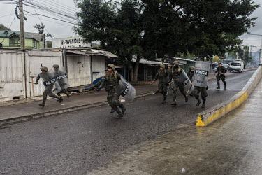 Central America - Honduras, capital city Tegucigalpa: Soldiers chasing protesters during a protest.../Juan Carlos