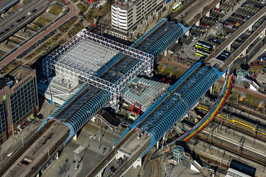 Station Sloterdijk is een overstapstation voor metro en treinvervoer in Amsterdam-West in de.../John Gundlach