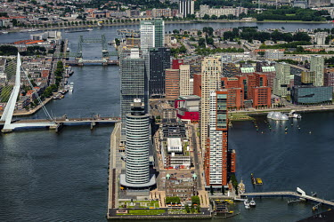 De Kop van Zuid met Erasmusbrug hotel New York, Montevideo, De Rotterdam, Boston, Seattle, New.../John Gundlach