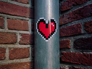 Europe, The Netherlands, Noord-Holland, Alkmaar, Pre Christmas COVID-19 Lockdown, heart sticker.../Miquel Gonzalez