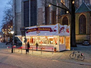 Europe, The Netherlands, Noord-Holland, Alkmaar, Pre Christmas COVID-19 Lockdown, dutch bakery in.../Miquel Gonzalez