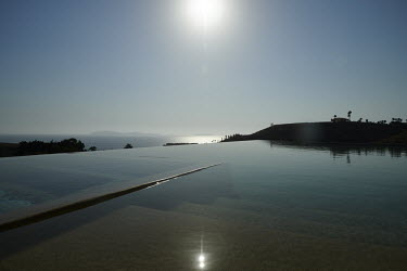 Infinity pool overlooking the Pacific ocean/Sash Alexander