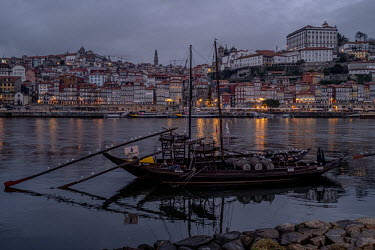 Portugal, Porto. 2020-12-30. A panoramic view of the city of Porto and the river Douro at twilight.../Ernst Schade