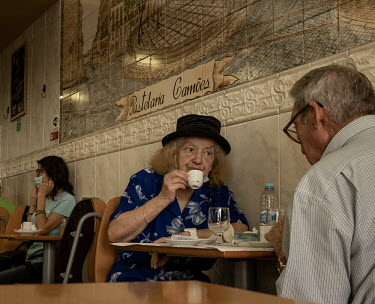 Portugal, Chiado, Lisbon. 2020-08-30. In a 'pastelaria' (caf�??in the Chiado quarter, an elderly.../Ernst Schade