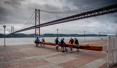 Portugal, Alcantara, Lisbon. 2020-12-12. A rowing team uses mouth caps while preparing the launch.../Ernst Schade