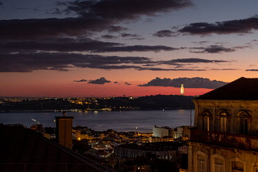 Portugal, Lisbon. 2021-01-10. Sunset over the city and the River Tagus. Photo: Ernst Schade, De.../Ernst Schade