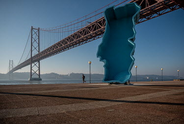 Portugal, Lisbon. 2021-01-16. An art work in the geographilcal circumference of Portugal on the.../Ernst Schade
