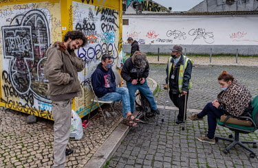 Portugal, Cais do Sodre, Lisbon. 2021-01-29. Homeless people are waiting for a food distribution by.../Ernst Schade