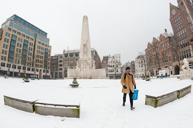 Sneeuw in Amsterdam: De Dam / Snow in Amsterdam: The Dam Square/Unai Risue�o