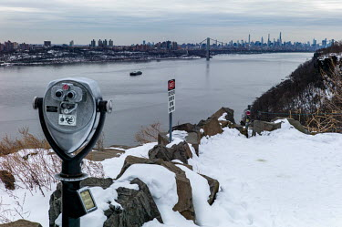 lookout at the Palisades Interstate Parkway, Rockefeller lookout onto Northern Manhattan and.../Deen van Meer