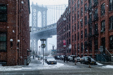 scenic spot that gives a great view onto Manhattan Bridge from Washington St, Dumbo (down under.../Deen van Meer